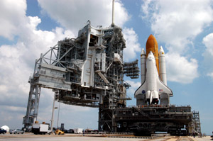 Space_Shuttle_Discovery_at_Launch_Pad_39B 300