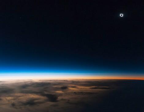 L'éclipse totale de Soleil du vendredi 20 mars 2015 depuis la stratosphère, à 14 000 m d'altitude.