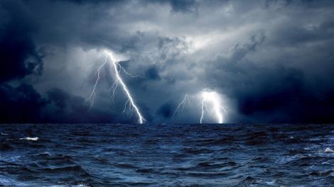 clouds_waves_sea_storm_lightning_ocean_640x360